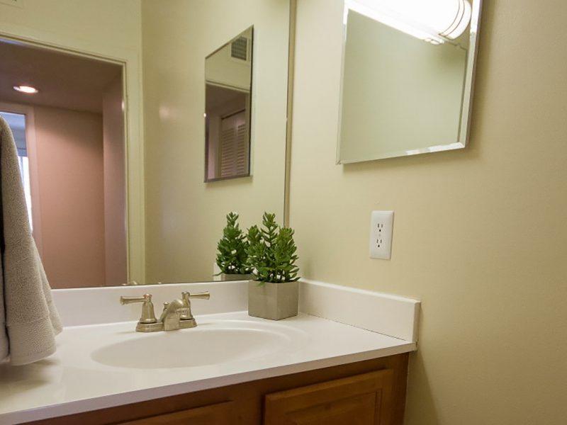 TGM Shadeland Station Apartments Bathroom
